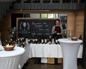 Naučte se ochutnávat víno s Vladimírem Vaňkem na Velké říjnové degustaci