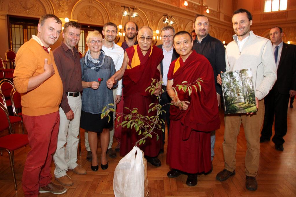 Jeho Svatost dalajláma v Praze, skupinové foto