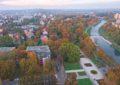 Přijďte se pokochat krásně zabarveným pohledem z Vyhlídkové věže na Komenského sady