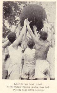 4_mladez-z-ymca-liberci-v-roce-1924-hraje-velmic_foto-ymca-repro-zdarma