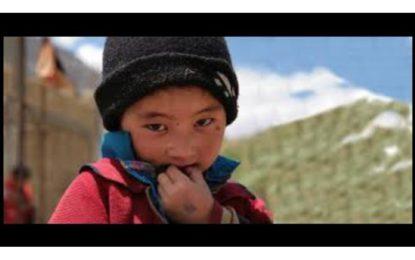 Pavel Liška a Lenka Dusilová pomáhají škole v Himalájích